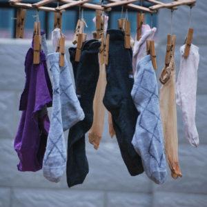 ¿Por qué los pares de calcetines no son de colores distintos?