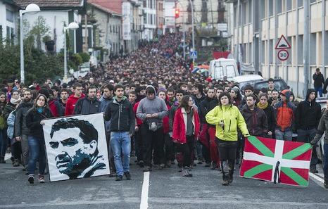 Movilización juvenil proletaria vasca, con recuerdo a preso político vasco muerto por desatención médica de sus captores.