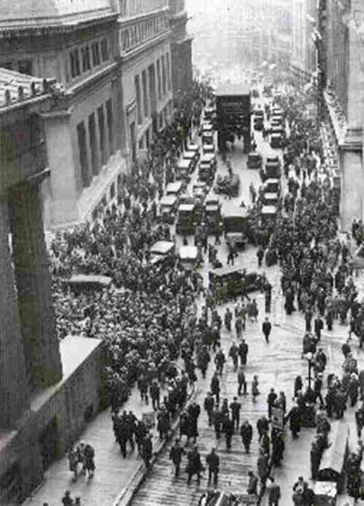 Wall Street, Nueva York, durante el pánico bursatil de 1929.