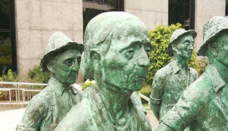 Monumento a los campesinos de Costa Rica. Banco Nacional de Costa Roca